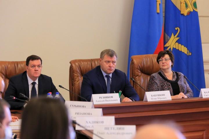 В Астрахани подписано трёхстороннее соглашение между правительством,  профсоюзами и работодателями