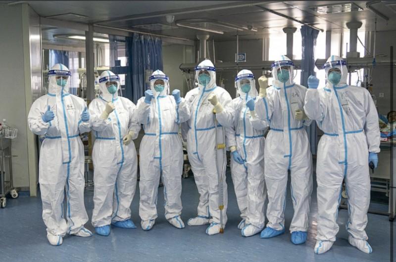 Профсоюз обеспечил Астраханских медиков защитными костюмами и бытовой